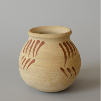 Left: reconstruction of a small Pingsdorf pot. Right: original from the Rijksmuseum van Oudheden in Leiden, 900-1200