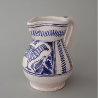 Left: reconstruction of a pitcher with a bird. Right: Italian pitcher / second half of the 15th century