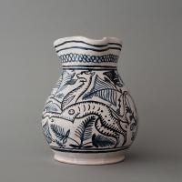 Left: reconstruction of a pitcher with a feline. Right: pitcher from the Museo della Ceramica e della Tuscia in Viterbo / 1450-1499