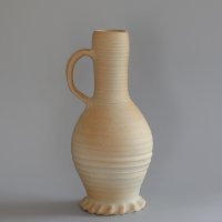 Left: a reconstruction of a tall jug. Right: an original jug produced in Siegburg, 14th or 15th century / picture from VSKM collections