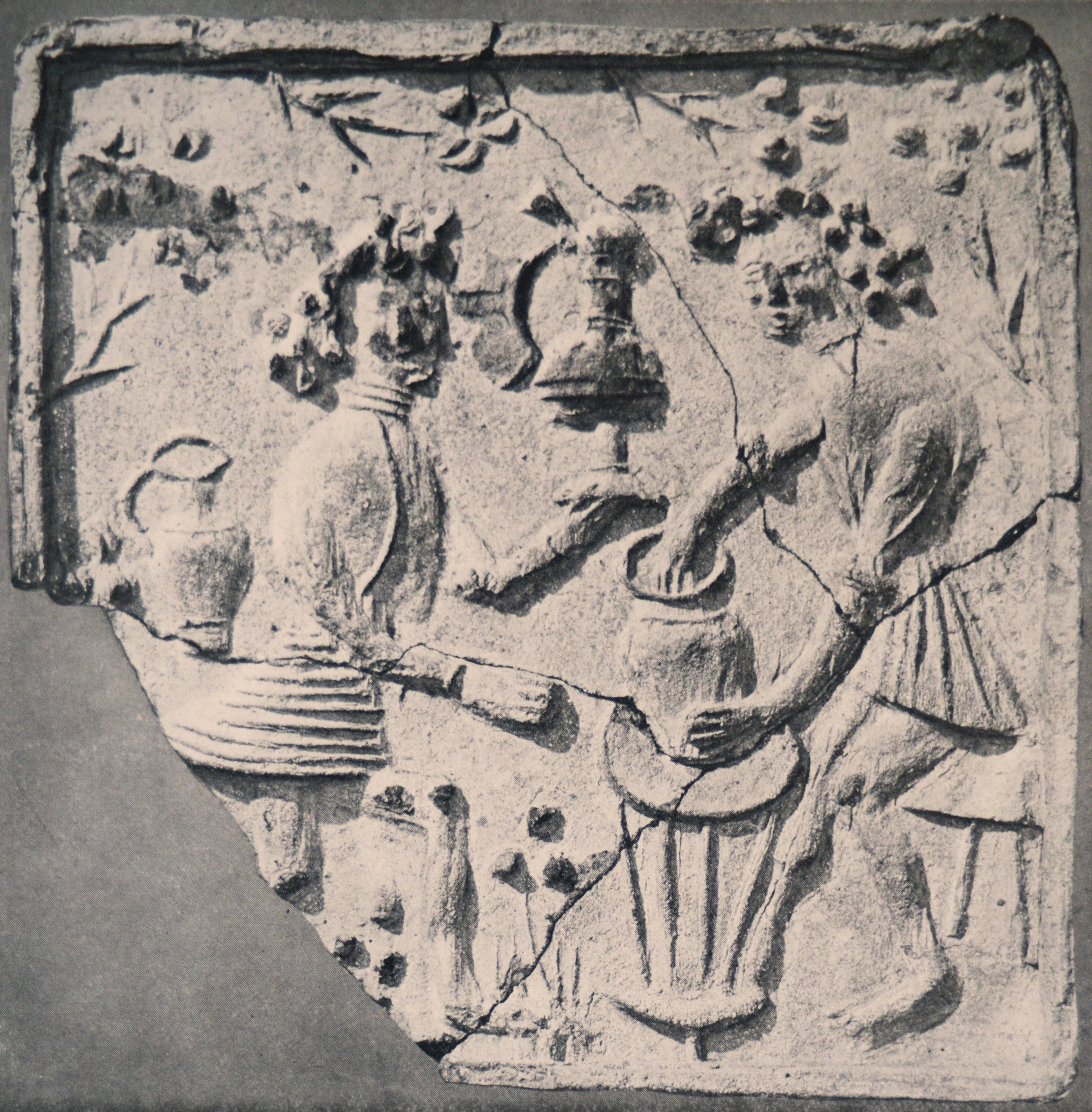image 15 Tile from Lichnice Manor, Čáslav, Eastern Bohemia, second hald of the 15th century, District Museum Čáslav, Frič Collection